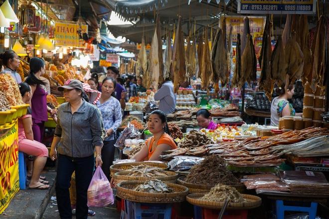Tham vuong quoc mam o cho Chau Doc, An Giang hinh anh 1 Nằm ở phường Châu Phú A, thành phố Châu Đốc, tỉnh An Giang, chợ Châu Đốc là điểm đến du khách không nên bỏ qua trong hành trình miền Tây Nam Bộ.