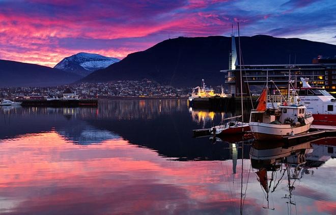 15 diem den mo uoc cho Ngay quoc te du lich hinh anh 14 14. Tromsø, Na Uy: Thành phố xinh đẹp nằm bên bờ biển này là nơi du khách có thể tận hưởng một kỳ nghỉ bình yên, thư giãn, ngắm nhìn những dải Bắc cực quang lộng lẫy trên bầu trời.