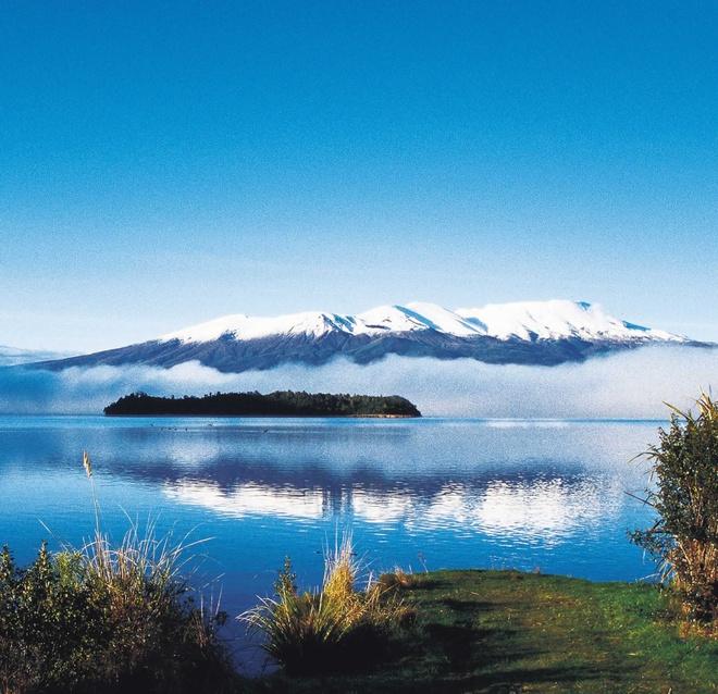 15 diem den mo uoc cho Ngay quoc te du lich hinh anh 4 4. Taupo, New Zealand: Hồ nước ngọt lớn nhất New Zealand này cho du khách trải nghiệm nhiều hoạt động như đi thuyền, nhảy bungee giữa thiên nhiên hoang sơ, xinh đẹp.