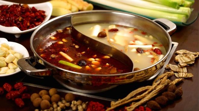 15 diem den mo uoc cho Ngay quoc te du lich hinh anh 5 5. Thành Đô, Tứ Xuyên, Trung Quốc: Một trong những yếu tố khiến du khách muốn đến Thành Đô là nền ẩm thực phong phú và độc đáo. Bạn không nên bỏ lỡ cơ hội xuýt xoa bên nồi lẩu cay khi tới đây vào mùa lạnh.