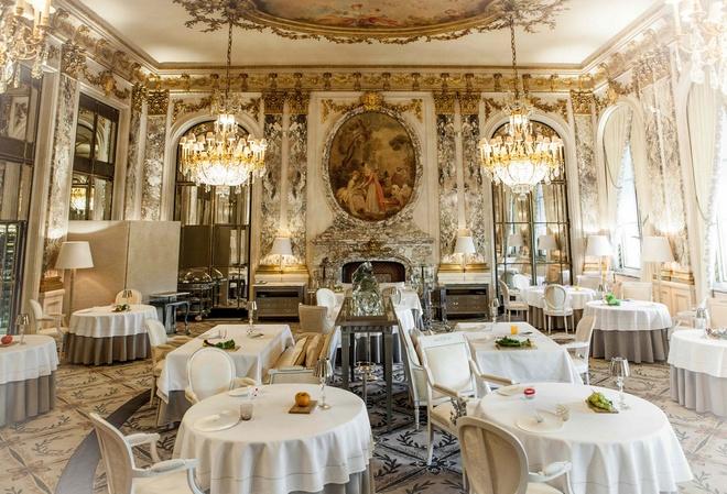 Nhung bua an sieu dat chi danh cho dai gia hinh anh 14  Với nội thất trang trí mô phỏng căn phòng hoàng gia ở điện Versailles, nhà hàng cho thực khách nhiều chọn lựa với những món ăn hảo hạng như tôm hùm, gà nuôi đặc biệt, các loại nấm... Ảnh: Gourmetsandco.