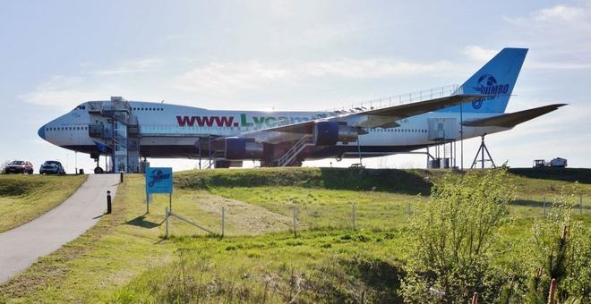 Jumbo Stay (Thụy Điển): Chiếc Boeing 747 được cải tạo thành khách sạn, nằm ở đường băng bỏ không ở sân bay Stockholm Arlanda.