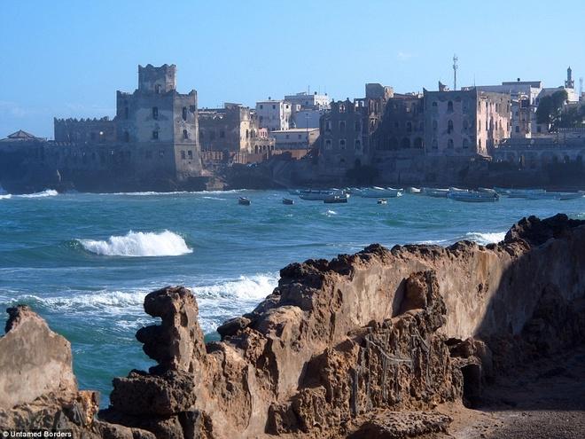 Noi du khach phai co cac tay sung ho tong hinh anh 13 Bãi biển và cảng ở Mogadishu là một trong những điểm dừng chân của hành trình.