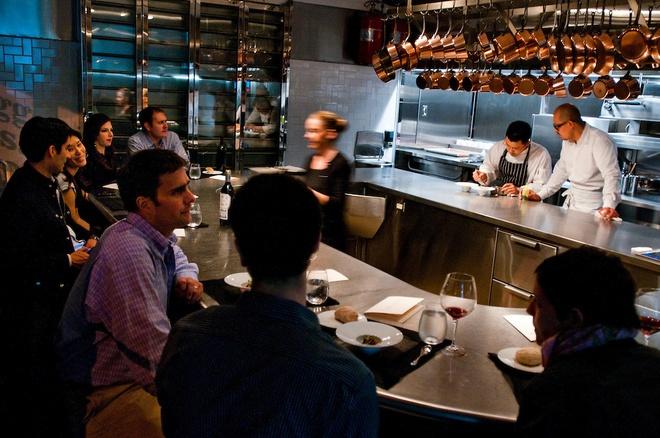 Nhung bua an sieu dat chi danh cho dai gia (phan 2) hinh anh 18 Hãy ngồi xem bếp trưởng Cesar Ramirez và các đầu bếp chế biến những món ăn tuyệt hảo và sau đó thưởng thức ngay lập tức.