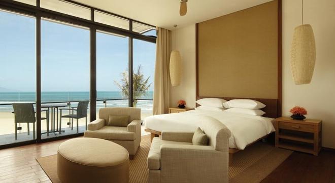 3 khach san Viet sieu sang thuoc hang tot nhat chau A hinh anh 2 Bạn có thể sử dụng dịch vụ massage trong lúc ngắm nhìn khung cảnh biển và núi xung quanh khu nghỉ dưỡng.