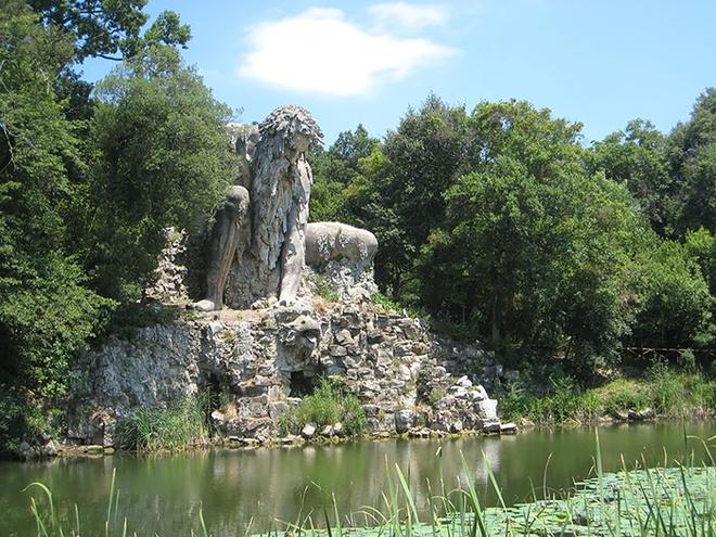 Can phong bi an trong buc tuong khong lo hinh anh 7 Công viên Villa Demidoff mở cửa đón khách tham quan vào thứ 6, thứ 7 và chủ nhật, từ 10h-19h cho tới cuối tháng 10.