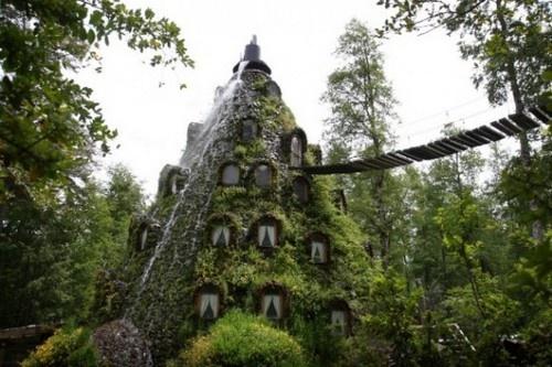 4. Khách sạn Magic Mountain ở Chile - Một ngọn núi bí ẩn trong rừng. Cuộc sống tại đây giống như phim