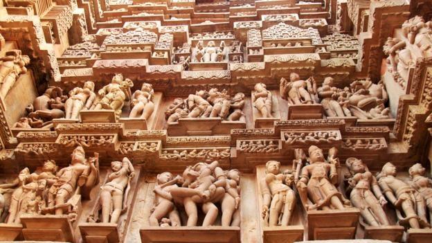 Ngoi den o An Do khien du khach do mat hinh anh 2 Mặt ngoài các tòa tháp được phủ kín tượng điêu khắc.