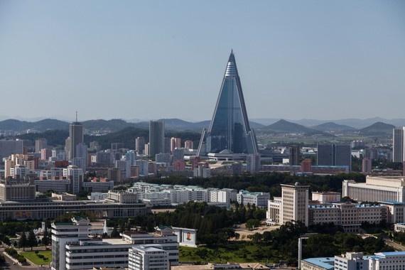 8 ngay tham thu quoc gia bi an nhat hanh tinh hinh anh 8 Trong số đó, nổi tiếng nhất có lẽ là khách sạn Ryugyong, tòa nhà cao nhất Triều Tiên. Ryugyong bắt đầu được xây dựng từ năm 1987 và cho tới giờ vẫn chưa hoàn tất.