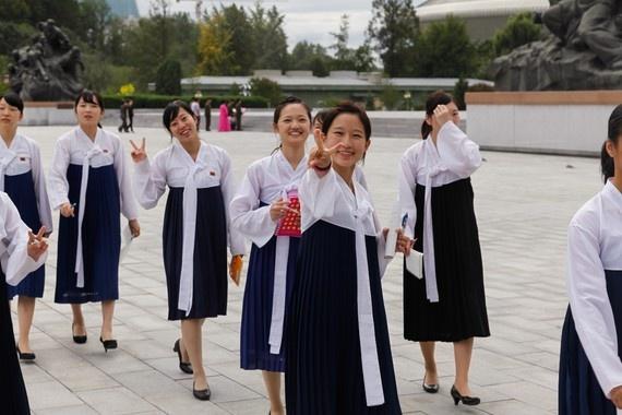 8 ngay tham thu quoc gia bi an nhat hanh tinh hinh anh 13 9 trong số 10 người Erick Tseng gặp ở Triều Tiên tránh xa đoàn du khách. Tuy nhiên, trẻ em và các sinh viên sẽ đáp lại họ với một nụ cười hoặc vẫy tay.