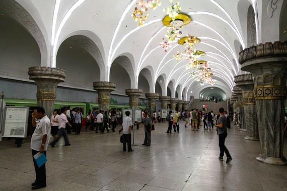 8 ngay tham thu quoc gia bi an nhat hanh tinh hinh anh 3 Các ga tàu điện ngầm khá khang trang, sạch sẽ.