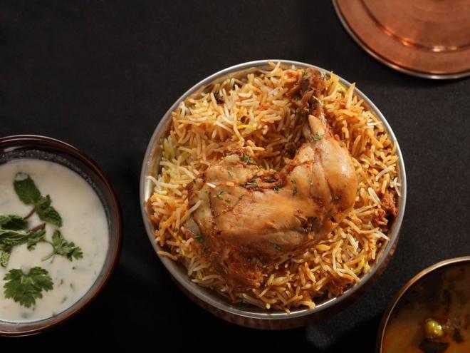 Pho Viet vao top dac san dang nho hinh anh 15 Món biryani của Ấn Độ gồm cơm, rau và thịt được tẩm ướp thơm ngon.
