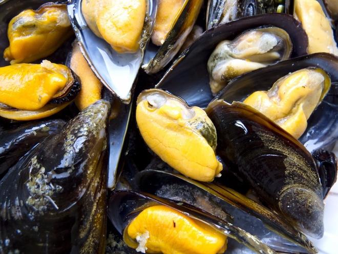 Nhung mon an via he noi danh chau Au hinh anh 14 Ireland: Tới các ngôi làng ven biển của Ireland, du khahcs có thể thưởng thức món trai hấp cùng bánh mì và bơ.