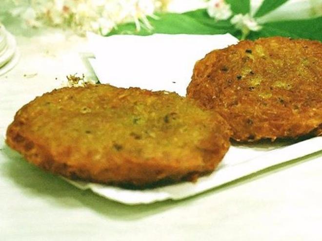 Nhung mon an via he noi danh chau Au hinh anh 17 Luxembourg: Gromperekichelcher là bánh kếp khoai tây có vị cay giòn, có thêm hành, rau mùi và được rán cho tới khi có màu vàng nâu hấp dẫn.
