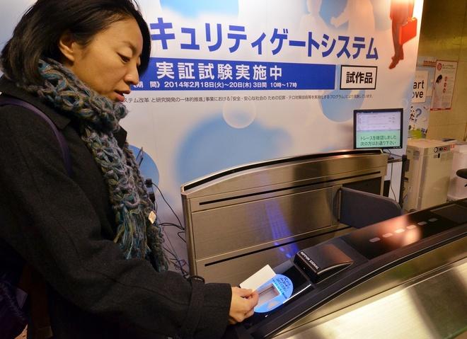 Thẻ tàu điện đa năng: Mỗi thành phố ở Nhật có một hệ thống thẻ khác nhau, nhưng bạn có thể sử dụng thẻ cho tất cả các hệ thống khác. Ngoài ra, thẻ còn có chức năng thanh toàn ở các cửa hàng, quán ăn.