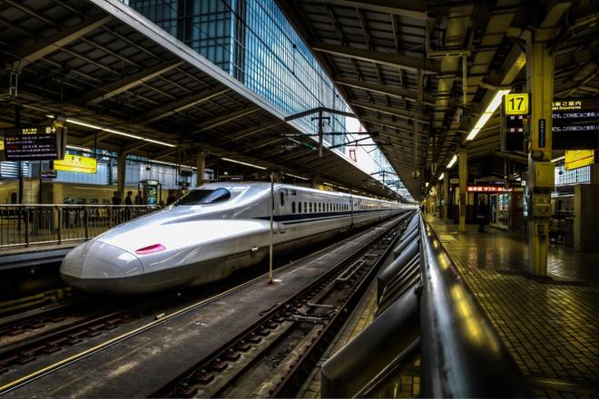 Hệ thống tàu siêu tốc: Hệ thống tàu Shinkansen của Nhật nối các thành phố lớn trên đảo Honshu và Kyushu, với vận tốc tối đa lên tới 320 km/h. Ảnh: Timecaptures.