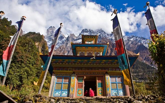 Nhung thien duong du lich giup cai nghien cong nghe hinh anh 1 Tìm bình yên ở tu viện Phật giáo, Nepal: Trong thời đại số hóa, với quá nhiều thông tin xâm chiếm trí não chúng ta. Hãy tới một tu viện Phật giáo ở Nepal, bạn sẽ được học cách thiền, để tâm trí tĩnh lặng, rèn luyện sự tập trung và nhận thức.