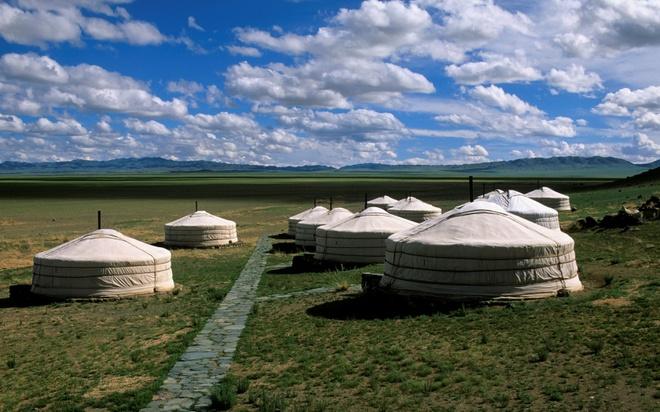 Nhung thien duong du lich giup cai nghien cong nghe hinh anh 2 Xa rời thế giới ở Three Camel, Mông Cổ: Tại khu trại này, bạn sẽ được trải nghiệm cuộc sống du mục tuy có phần dễ chịu hơn.  Điểm có internet gần nhất cách trại hàng trăm cây số, do đó bạn có thể sớm quên chiếc điện thoại thông minh của mình đi.
