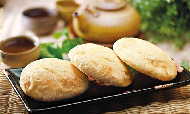 Nhung dac san via he vua re vua ngon cua Dai Loan hinh anh 7 7. Bánh suncake ở Đài Trung: Các du khách mê đồ ngọt sẽ không thất vọng khi tới Đài Trung. Bạn nên ghé thăm các phố như Ziyou, Zhongzheng và Minquan để thưởng thức suncake - một loại bánh nướng vỏ giòn, với nhân mạch nha, mật ong hoặc khoai môn. Ảnh: Groupon.