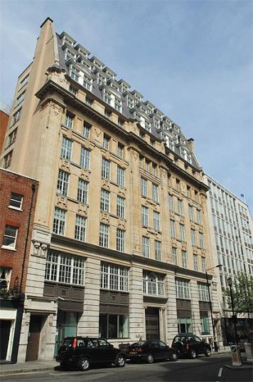 """9 cong trinh gan lien voi lich su gian diep hinh anh 7 Số 54 Broadway, London, Anh: MI6 (Tình báo quân đội-phòng 6) của Anh đã chuyển trụ sở về đây vào năm 1926, dưới chức danh """"Công ty thiết bị chữa cháy Minimax"""". Tuy nhiên, nhiều tài xế taxi London đã nhanh chóng nhận ra vai trò gián điệp của tòa nhà. Giữa những năm 1930, tình báo Đức đã cho một nhân viên giả làm người bán diêm mù đứng đối diện để giám sát hoạt động ra vào."""