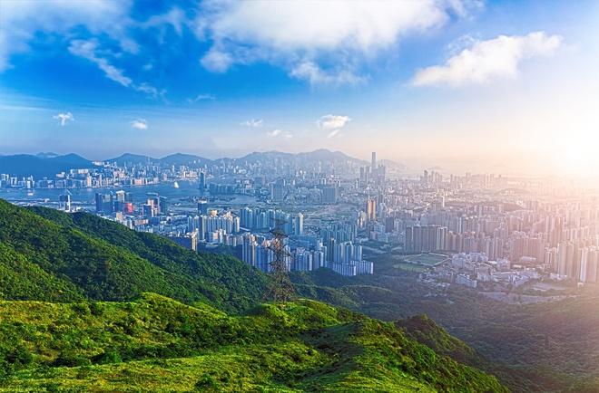 6 sai lam khien du khach khong kham pha het Hong Kong hinh anh 2 Chọn sai thời điểm trong năm: Mùa hè ở Hong Kong rất nóng, oi bức và thường xuyên có bão. Du khách nên tới đây vào khoảng từ tháng 9 năm trước tới tháng 3 năm sau, khi trời xanh trong, có nhiều hoạt động ngoài trời, các lễ hội ẩm thực và âm nhạc. Đồng thời, nếu không muốn gặp phải tình trạng quá đông người và giá khách sạn tăng vọt, bạn nên tránh dịp tổ chức chương trình Art Basel(24 - 26 tháng 3/2016) và giải Hong Kong Rugby Sevens (8 - 10 tháng 4/2016). Ảnh: Hong-kong-hotels.