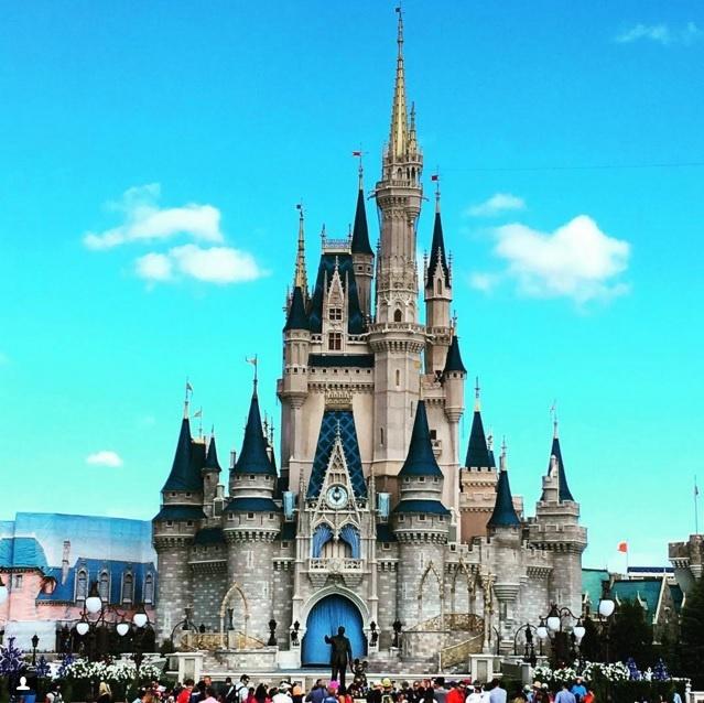 10 diem den duoc phu song day dac nhat tren Instagram hinh anh 5 5. Walt Disney World (Florida, Mỹ): Tất nhiên, công viên giải trí với tòa lâu đài biểu tượng của hãng Disney là điểm đến mơ ước của nhiều du khách, từ trẻ tới già.