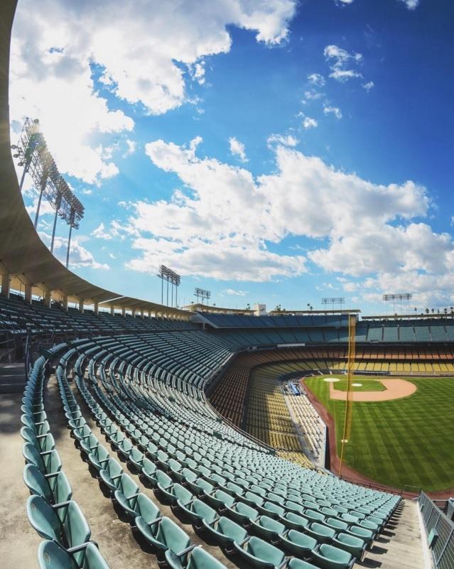 10 diem den duoc phu song day dac nhat tren Instagram hinh anh 7 7. Sân vận động Dodgers (California, Mỹ): Sân vận động có lịch sử lâu đời này là nơi diễn ra nhiều sự kiện thể thao, văn hóa và âm nhạc quan trọng.