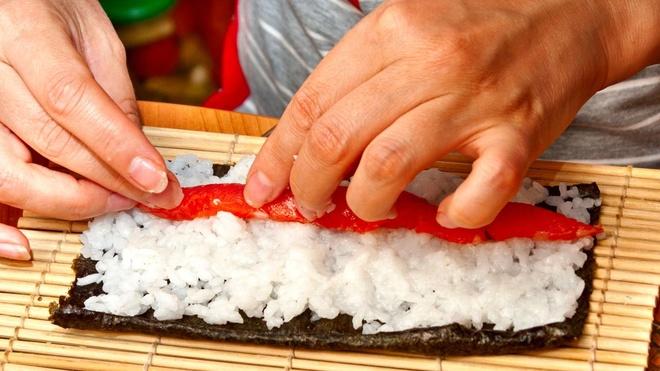 Phu nu Nhat co vuot rao can tro thanh dau bep sushi hinh anh 1