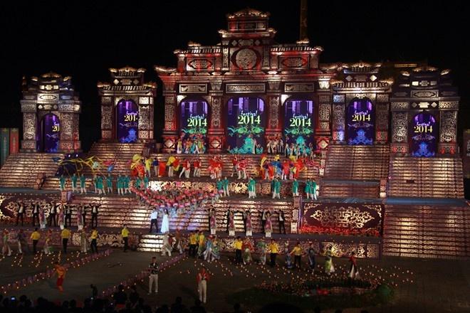 Trinh dien van hoa duong pho My Latin tai Festival Hue 2016 hinh anh 1 Các kỳ Festival Huế đều tạo được ấn tượng tốt nhờ sự công phu và quy mô. Ảnh: Minh Duy.