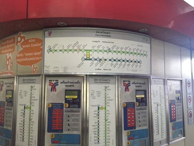 Duong sat tren cao o Bangkok duoc long du khach quoc te hinh anh 12