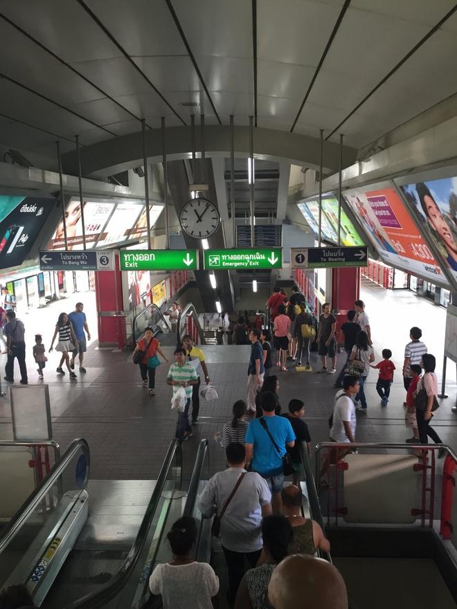 Duong sat tren cao o Bangkok duoc long du khach quoc te hinh anh 2