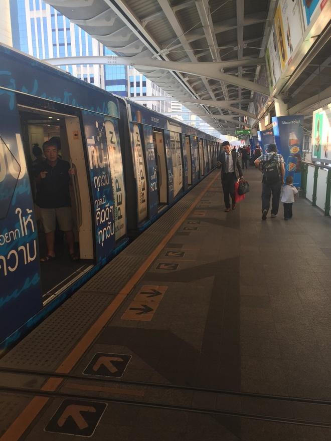 Duong sat tren cao o Bangkok duoc long du khach quoc te hinh anh 4