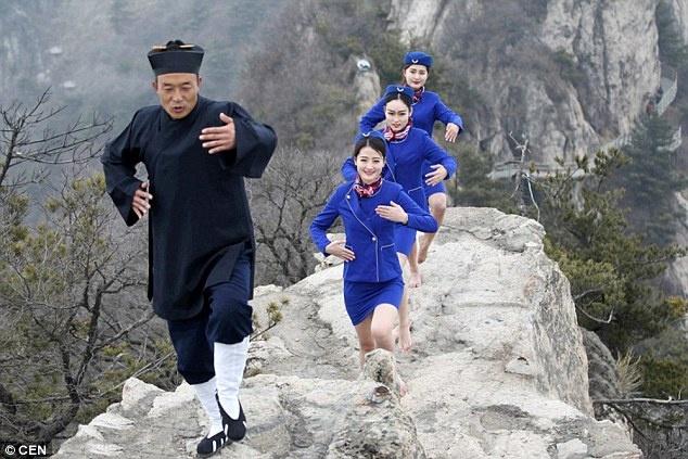 Tiep vien hang khong Trung Quoc len nui hoc kungfu hinh anh 1