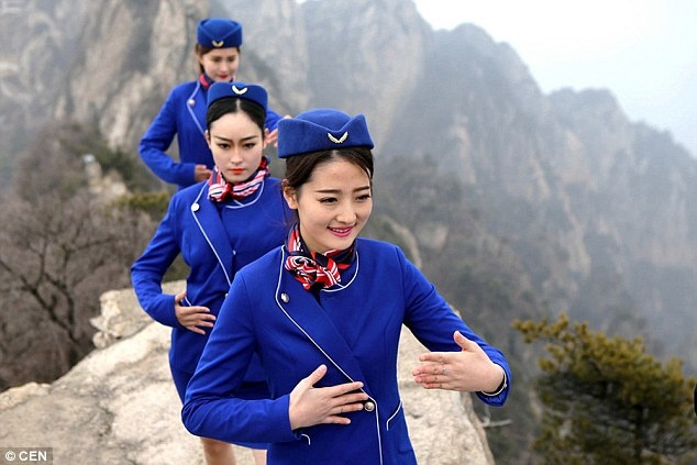 Tiep vien hang khong Trung Quoc len nui hoc kungfu hinh anh 3