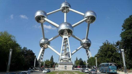 Khach du lich ngai ngan khi toi Brussels hinh anh