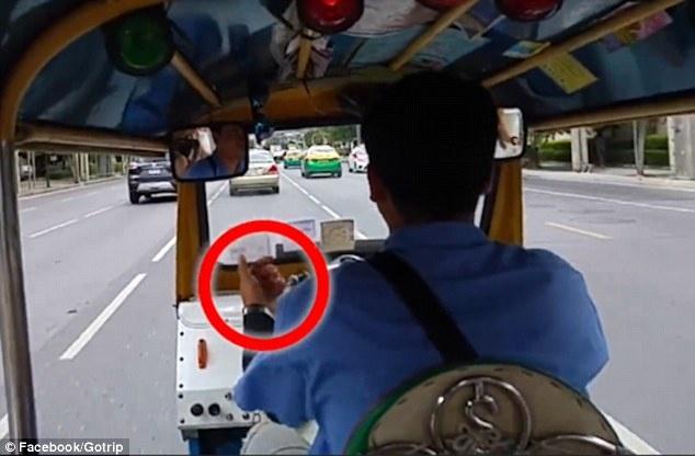 Tai xe tuk tuk o Bangkok bi to thong dong voi cuop giat hinh anh 1