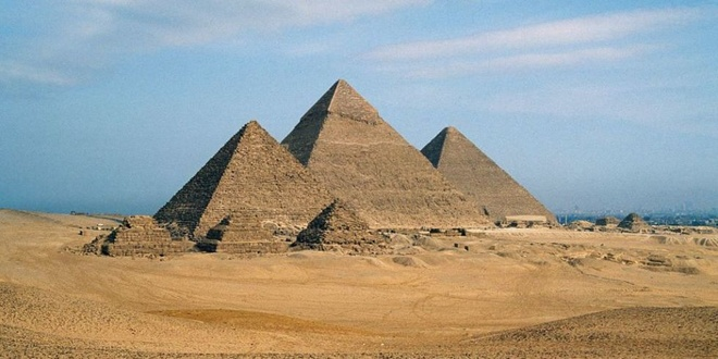 Khoang trong bi an trong long kim tu thap Giza hinh anh