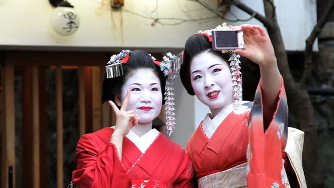 Su that ve geisha thoi hien dai hinh anh