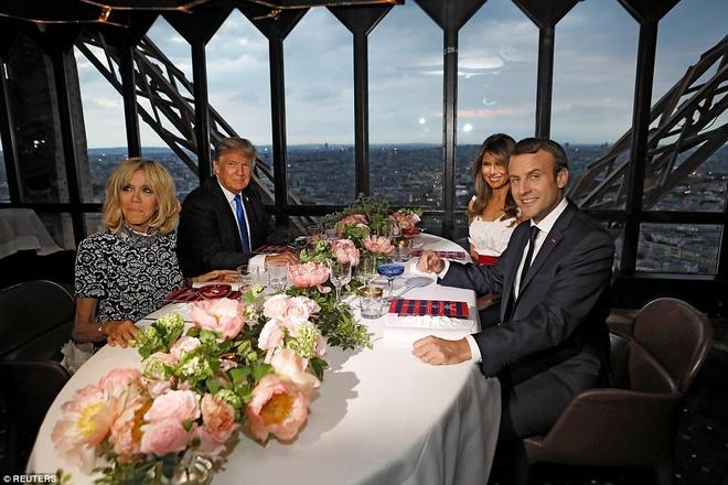 Can canh nha hang tiep don Tong thong My Trump tren thap Eiffel hinh anh