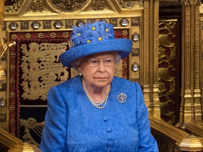 Nu hoang Elizabeth II vua duoc chinh phu Anh 'tang luong' hinh anh 1