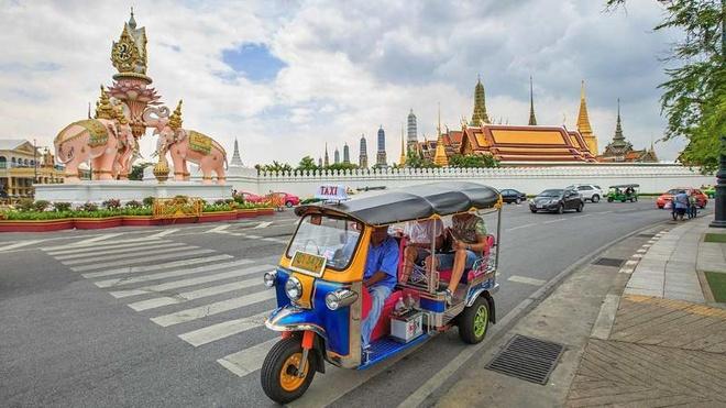 Bangkok dong khach hon London, Paris hinh anh