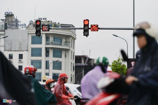 Khach Tay ri tai nhau meo 'song sot' khi di xe may o Viet Nam hinh anh 9