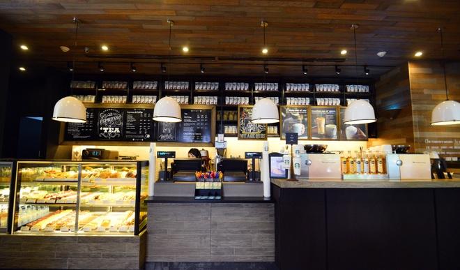 Ben trong cua hang Starbucks dau tien tai Ha Noi hinh anh 2