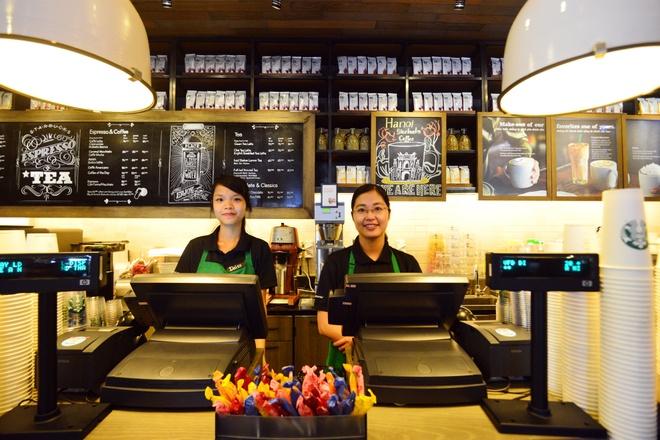 Ben trong cua hang Starbucks dau tien tai Ha Noi hinh anh 5