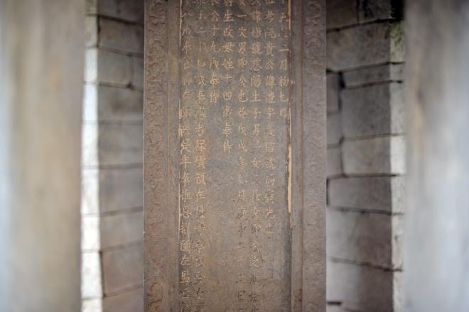 Theo ông Phạm Đình Hựu, năm 1963, Bộ văn hóa về đây xếp hạng, lăng đá Quận công Phạm Mẫn Trực xếp thứ 29 trong tổng số 1.700 di sản của cả nước. Tại lăng đá này, có rất nhiều họa tiết tinh xảo như bia đá, khu vực thắp hương.