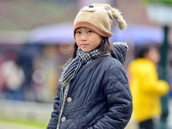 Khach Tay khoac chan dao pho vi qua ret hinh anh 2 Nền nhiệt độ xuống thấp khiến người dân ở khu du lịch nổi tiếng Sapa, Lào Cai phải mặc nhiều lớp áo ra ngoài.