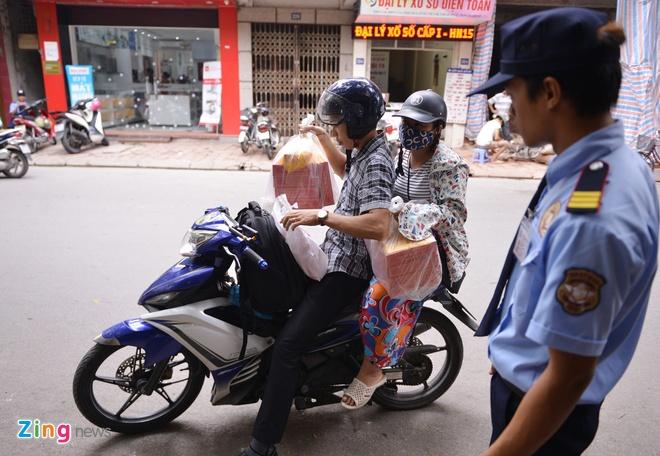 Cua hang banh Bao Phuong sau tin tam dinh chi hinh anh 8