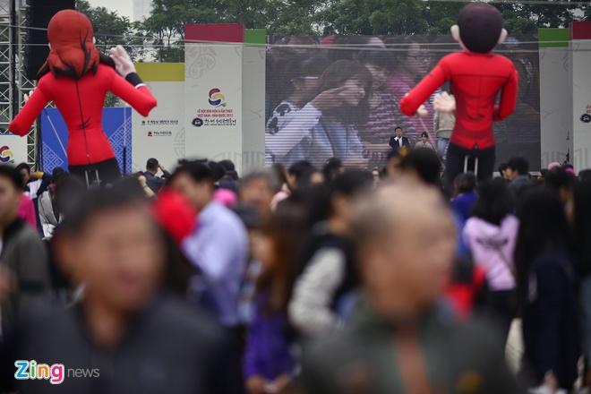 Hang nghin ban tre xep hang tham gia le hoi Han Quoc hinh anh 9