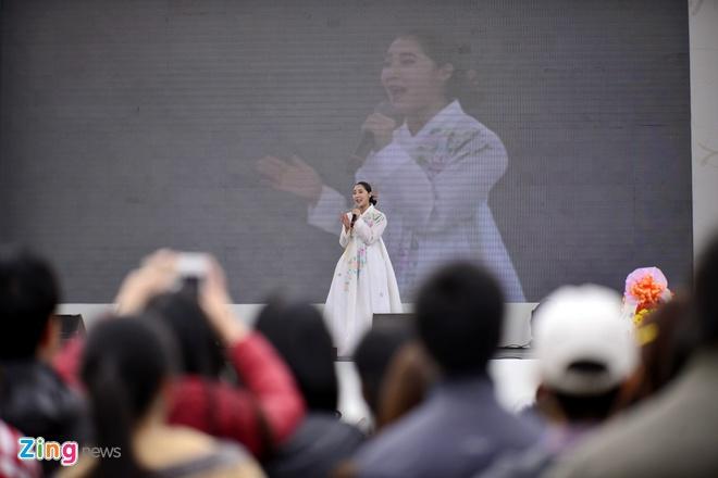 Hang nghin ban tre xep hang tham gia le hoi Han Quoc hinh anh 11