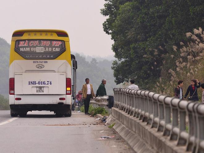 Nha xe ne camera bat khach tren cao toc Noi Bai hinh anh